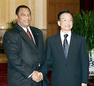 Bahamas–China relations - Premier Wen Jiabao meets with Prime Minister Perry Christie in Beijing in 2004