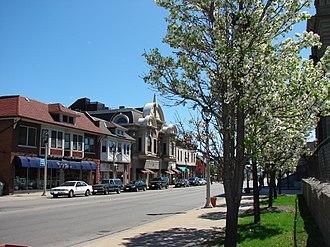 Lincoln Village, Milwaukee - The Grutza Block