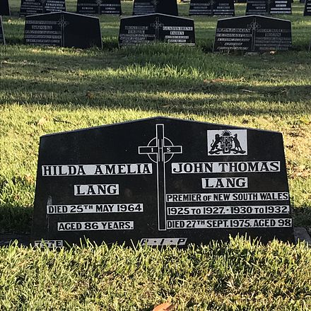 Grave of Jack and Hilda Lang at Rookwood Cemetery. Grave of Jack Lang, Rookwood 2016.jpg
