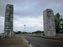 Lincoln Memorial Bridge Pylons.jpg
