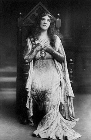 Hutin Britton - Britton as Ophelia in Hamlet