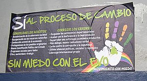 """Movement Without Fear - MSM poster during the 2008 referendum campaign, illustrating the party's embrace of the """"process of change"""" and critical stance towards the successes and limitations of MAS rule. Banner text: """"Yes to the process of change / Without Fear with Evo"""""""