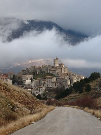 Hill people - Castel del Monte, one of Abruzzo's little-known hill towns