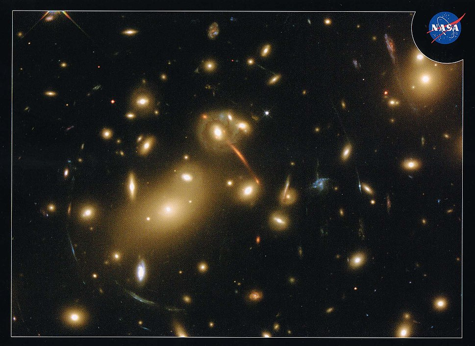 Galaxy cluster Abell 2218 gravitaitonal lens