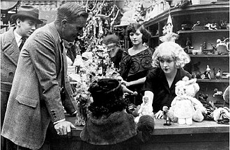 William Desmond Taylor - William Desmond Taylor directing May McAvoy in the silent film Top of New York (1921), several months before his death