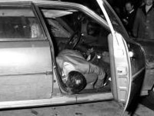 Carmine Pecorelli - Pecorelli's dead body in his Citroën CX.