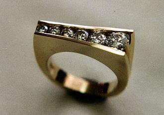 Stonesetting - Channel set diamonds