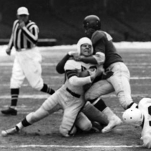 Bumgardner being tackled by Elmen Tunnell during a 1950 football game