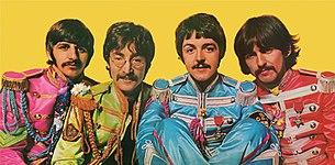 Цветное изображение из четырех мужчин в ярких цветных костюмах голубого, пурпурного, желтого и оранжевого цвета