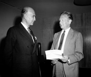 Alfonso Araújo Gaviria - Ambassador Alfonso Araújo (left) as he presented his credentials to Secretary-General Dag Hammarskjöld during a ceremony at UN Headquarters.