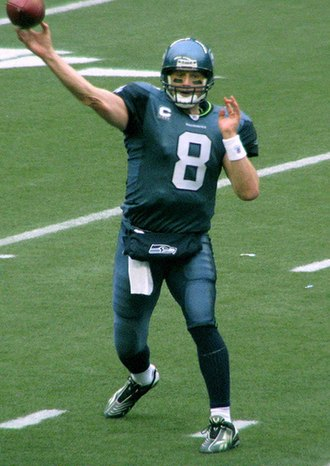 Matt Hasselbeck - Hasselbeck passing against the Chicago Bears in November 2007.