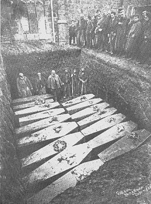 SS Mohegan - The recovered bodies are buried in a mass grave