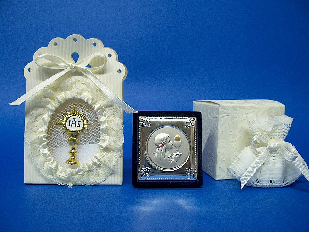 File:Samples of Italian favors for First Communion.jpg - Wikipedia
