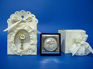 Bomboniere - Image: Samples of Italian favors for First Communion
