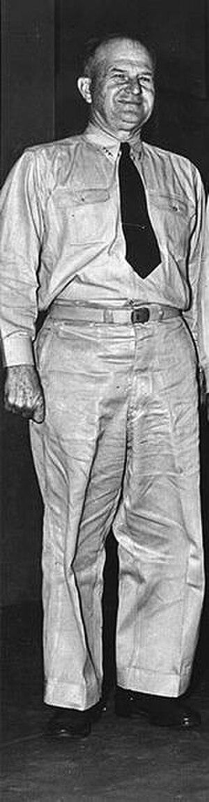 William L. Calhoun (admiral) - Image: William L. Calhoun (1943)