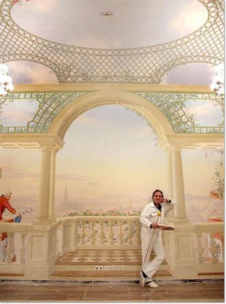 Rainer Maria Latzke - Image: Rainer Maria Latzke waehrend der Ausmalung des Lanner Lehar Saales im Wiener Rathaus 2005