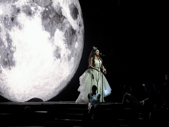 Brightman performing her Dreamchaser World Tour in Buenos Aires, Argentina (2013) Sarah Brightman in Argentina2013.jpg