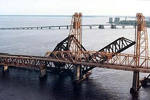 Acosta Bridge - The center span of the old Acosta Bridge in 1987 with the FEC Strauss Trunnion Bascule Bridge immediately behind and the old Fuller Warren Bridge in the distance.