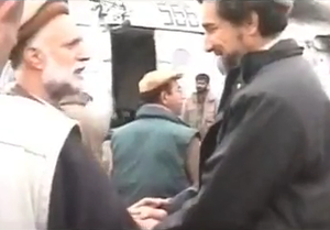 Afghan Civil War (1996–2001) - Ahmad Shah Massoud (right) greets Pashtun anti-Taliban leader and later Vice President of Afghanistan Haji Abdul Qadir