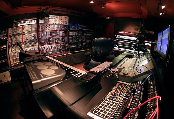 Tech house for House music wikipedia