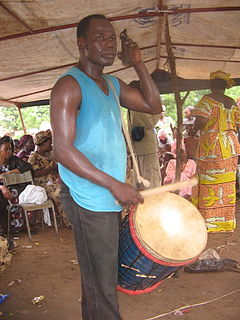 Dunun generic name for a family of West African drums that have developed alongside the djembe in the Mande drum ensemble