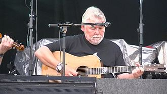 Simon Nicol - Simon Nicol performing at Fairport's Cropredy Convention 2014