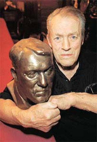 Stu Hart - Hart with a bust of himself.
