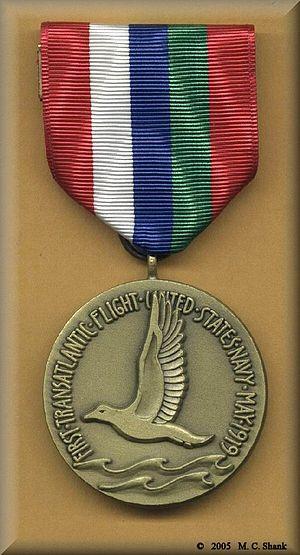 NC-4 Medal - Image: US American NC 4 Medal (1)