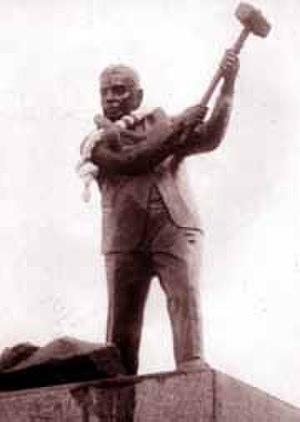 A. Ekanayake Gunasinha - Statue of A. E. Gunasinha at Gunasinhapura