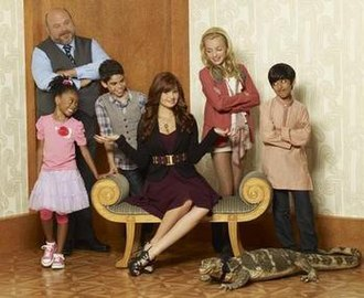 Jessie (2011 TV series) - Main characters of Jessie L-R: Bertram, Zuri, Luke, Jessie, Emma and Ravi
