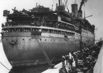 RMS Empress of Canada (1928) - The merchant ship SS Duchess of Richmond disembarking soldiers at Algiers, November 1942.