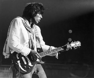 Tony Zemaitis - Keith Richards playing a Zemaitis guitar in 1975.