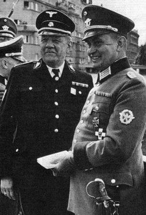Otto Steinhäusl - Steinhäusl (left) with Oberst der Schutzpolizei Carl Retzlaff in 1939. Retzlaff was commander of the Schutzpolizei in Vienna.