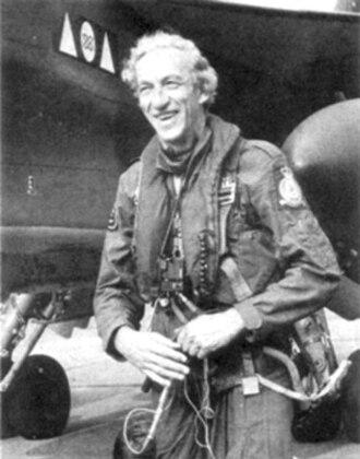 Raymond Baxter - Baxter with a Jaguar aircraft in 1976