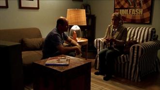 Return of the Kane - Veronica (Kristen Bell) and Keith (Enrico Colantoni) prepare to watch Abel Koontz's arrest footage.