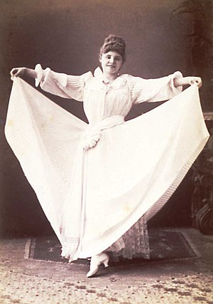 Letty Lind - Lind performing a skirt dance in 1890