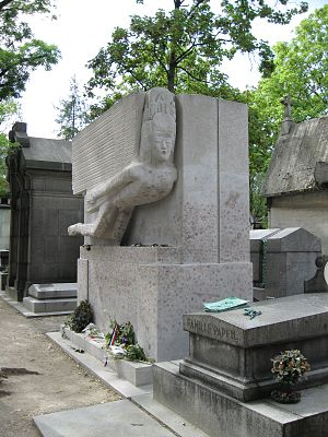 Oscar Wilde's tomb - The tomb in July 2009