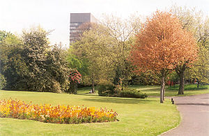 Weston Park, Sheffield - Weston Park (2005). The University of Sheffield Arts Tower can be seen in the background