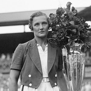 Helen Jacobs - Jacobs with the Wightman Cup, Wimbledon 1934