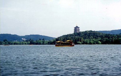 View of Xi Hu from a row boat Thewestlake.jpg