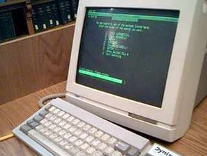 Dynix (software) - Image: Wyse serial terminal displaying Dynix in library