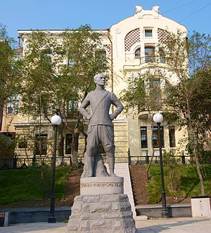 Yul Brynner - Statue of Brynner in front of his birthplace in Vladivostok, Russia