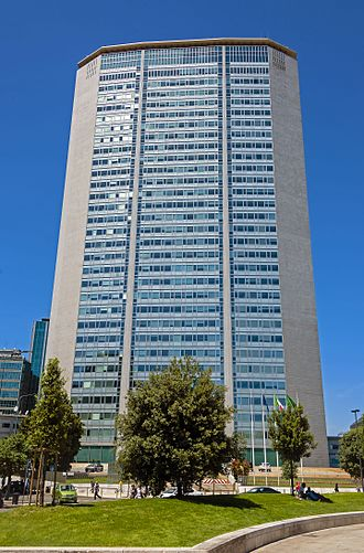 Architecture of Italy - The influential modernist Pirelli Tower in Milan