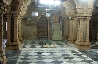 Tamil Muslim - Keelakarai Jumma Masjid, built in 7th century, with prominent Tamil architectural characteristics, is one of the oldest mosques in Asia