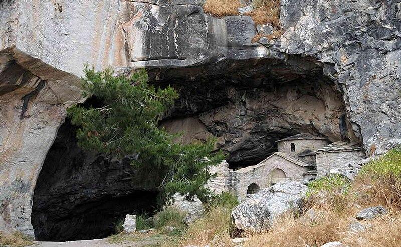 File:Penteli ntavelis cave b.jpg