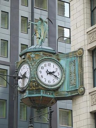 35 East Wacker - Image: 20070530 35 East Wacker Clock