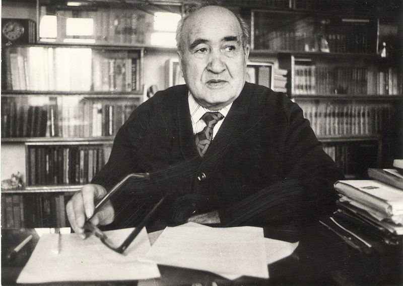 File:Nado Makhmudov at home.jpg