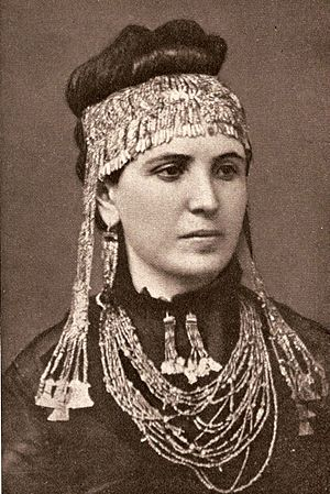 Heinrich Schliemann - Sophia Schliemann (née Engastromenos) wearing treasures recovered at Hisarlik