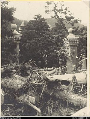 Harold S. Williams - Photograph of the front gateway of the Tor hotel in Kobe following the great flood disaster of 6 July 1938 (Harold S. Williams)