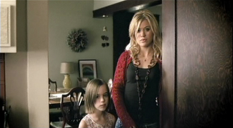 """Because of You (Kelly Clarkson song) - Clarkson and her younger self (Kennedy Nöel) in the music video of """"Because of You."""""""